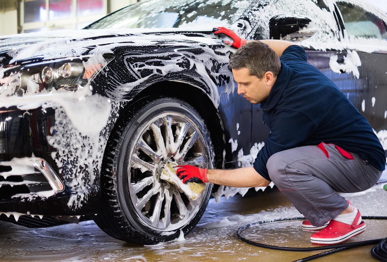 Ruční mytí a čištění vozidel